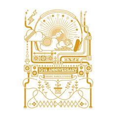 シーズダンススタジオさんの10周年記念Tシャツを作らせていただきました。SEED=種から育ち, 恵み, 自然とストリートダンス色をイメージする音楽, スピーカー, Dj, ヘッドフォン, コードやスニーカーを組み合わせ、上に上にと伸びていく様な成長をイメージできる立体的な表現にしました。 カラーはゴールド×ホワイトとゴールド×ブラックの2色展開。 このTシャツはダンスの発表会[YUME-FULL DANCE LIVE Vol. 5]にて全員がフィナーレにて着る衣装としても使われます。