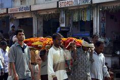 Joven se despierta camino a su funeral en la India