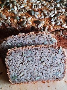 Bezglutenowy chleb gryczany z ziarnami. Razowy i szybki chleb z mąki gryczanej. Zdrowy chleb wieloziarnist, pełnoziarniste pieczywo. Weight Watchers Meals, Gluten Free Recipes, Banana Bread, Paleo, Favorite Recipes, Baking, Food, Drinks, Recipes