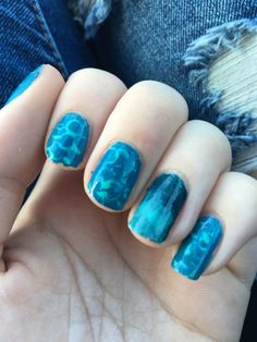 Blue abstract circles and ombre accent nail