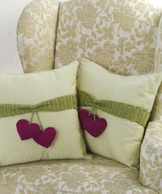 Heart-to-Heart Pillow Trim Free Crochet Pattern from Red Heart Yarns