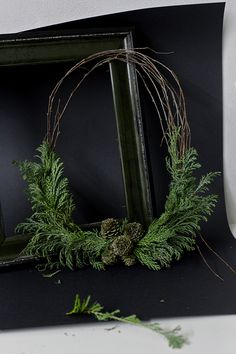 Christmas wreath DIY Stilzitat detail Moody styling with a Christmas wreath naturalchristmas Christmas Greenery, Noel Christmas, Rustic Christmas, Winter Christmas, All Things Christmas, Christmas Decorations, Christmas Baskets, Simple Christmas, Holiday Wreaths