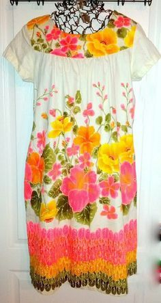VINTAGE Ui Maikai HAWAIIAN Mumu - Hot Colors! Perfect Condition