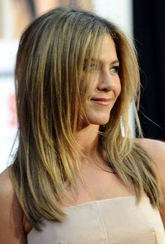 coupe de cheveux dégradé longueur moyenne Jennifer Aniston
