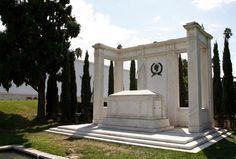 The graves of American actors Douglas Fairbanks, Sr - and his son Douglas Fairbanks, Jr - at the Hollywood Forever Cemetery. Hollywood Forever Cemetery, Douglas Fairbanks, Famous Graves, Ghost Tour, Scary Places, Silent Film, American Actors, Santa Monica, Tours