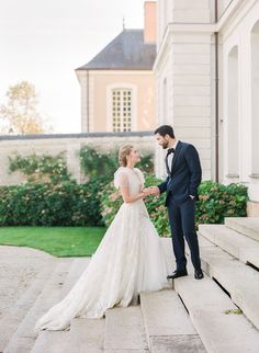 Every Fashion Forward Bride Needs To See This Couture Inspiration at a Neoclassical Château in 2020 - Gutzg Sites French Wedding, Timeless Wedding, Wedding Looks, Bridal Looks, Bridal Style, Parisian Wedding, Elegant Wedding, Wedding Photography Inspiration, Wedding Inspiration