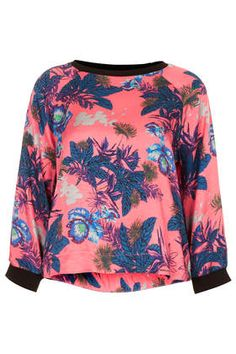See what I'm loving on Topshop for iOS Red Satin Top, Crop Top Et Short, Topshop, Crop Top And Shorts, Top Pattern, Sweater Weather, Pink Tops, Playing Dress Up, Pull