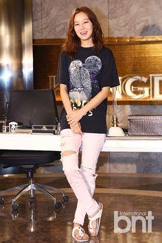 BNTNews- [bnt photo] Romantic queen, Kong Hyo jin is back Korean Street Fashion, Asian Fashion, Trendy Fashion, Lee Sun Kyun, Gong Hyo Jin, Master's Sun, Korean Star, Korean Actresses, Airport Style