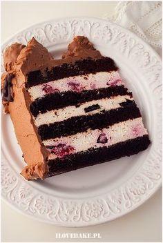 TORT ŚMIETANOWY Z OWOCAMI I CZEKOLADĄ Cookie Desserts, Chocolate Desserts, Polish Recipes, Homemade Cakes, Cupcake Recipes, Cake Cookies, No Bake Cake, Sweet Recipes, Food And Drink