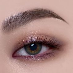 Instagram 上的 퓁 Fév:「 설명을 포기한 눈화장 ✔️ 다음에 좀 더 깔끔하게 다시 해서 사진을 찍어야겠어요. 화질도 좀 구리네요.. ⠀⠀⠀⠀⠀⠀⠀ ⠀⠀⠀⠀⠀⠀⠀ 1) inglot freedom system eyeshadow rainbow 로 눈 앞 뒤 + 언더까지… 」 Korean Beauty Tips, Korean Makeup Tips, Korean Makeup Tutorials, Asian Makeup, Asian Beauty, Pink Eye Makeup, Glam Makeup Look, Glitter Eye Makeup, Makeup Looks