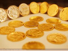 Gold futures extend early losses, dip below Rs 29,000