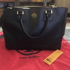 Tory burch Robinson double zip tote Great Robinson double zip tote, retail $575. Has minor scratches on the out side the inside lining a bit dirty you can see in the pics, some scuff marks, please email me if you want more pics Tory Burch Bags Totes