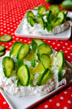 Cucumber yogurt feta dip makes you renewed in these warming days. Serve it with thinly sliced cucumbers. Healthy Party Snacks, Gluten Free Recipes, Healthy Recipes, Cucumber Yogurt, No Cook Appetizers, Feta Dip, Game Day Food, Dips, Cooking Recipes