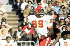 Kansas City Chiefs Football, Giants Football, Nfl Football Teams, Football Videos, Sports Teams, Old Football Players, Otis Taylor, American Football League, Nfl History