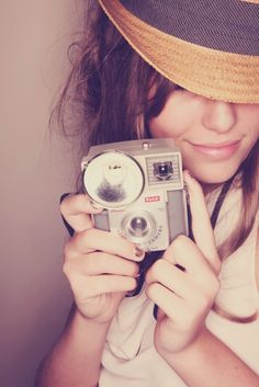 Girl with vintage camera. Girls With Cameras, Old Cameras, Vintage Cameras, Camera Photography, Love Photography, Portrait Photography, Female Photographers, Strike A Pose, Taking Pictures
