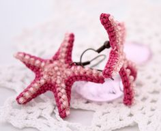 Pink starfish earrings by Julia Kolbaskina, via Flickr Crochet Cross, Love Crochet, Crochet Flowers, Knit Crochet, Starfish Earrings, Diy Earrings, Crochet Earrings, Crochet Jewellery, Crochet Starfish