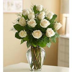 Fehér rózsacsokor üvegvázával v61