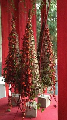 My Christmas Palet Tree This Year. See Source Holly in a Gentle Snow. See Source 50 Stunning Christmas Porch Ideas - . Christmas Flowers, Christmas Porch, Noel Christmas, Christmas Design, Country Christmas, Xmas Tree, Winter Christmas, Christmas Wreaths, Christmas Crafts