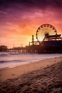 use to get featured 🌍 Just someone who loves to travel Strand Wallpaper, Sunset Wallpaper, City Aesthetic, Travel Aesthetic, Beach Photography, Nature Photography, Pier Santa Monica, Jolie Photo, California Travel