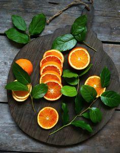 Les oranges sont à l'honneur cette année ... On les mange pour leur vitamines et on garde les peaux pour leurs senteurs d'hiver dynamisantes !
