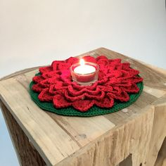 I'm passionate about crochet and handmade items, I'm always creating. Crochet Christmas Decorations, Crochet Decoration, Christmas Crochet Patterns, Holiday Crochet, Easter Crochet, Valentines Day Decorations, Crochet Tree, Crochet Gifts, Crochet Flowers