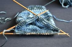 Helpful guide for knitting your first pair of socks @ The Knitting Squirrel – Knitting Socks Circular Knitting Needles, Loom Knitting, Knitting Socks, Knitting Patterns Free, Free Knitting, Crochet Patterns, Stitch Patterns, Knitting Machine, Vintage Knitting