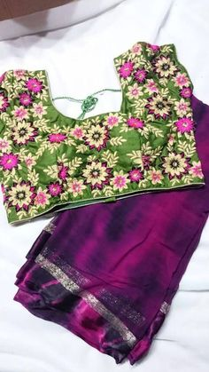Shiboli print Georgette Saree paired with Designer Blouse Indian Attire, Indian Ethnic Wear, Indian Outfits, Indian Dresses, Saree Blouse Patterns, Saree Blouse Designs, Jute, Looks Party, Modern Saree