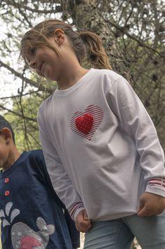 Detalle camiseta broche corazón, Musketa