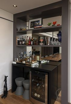 38 Ideas Home Bar Corner House Bar Interior, Interior Decorating, Canto Bar, Bar Sala, Home Bar Counter, Modern Home Bar, Bar Unit, Home Bar Decor, Bar Home