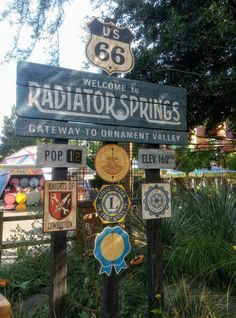 From meeting Mater to riding Radiator Springs Racers to eating at Flo's Cafe, learn everything you need to know about Disneyland Cars Land. Cars Land Disneyland, Disney Cars Party, Disney Rides, Disney Pixar Cars, Disneyland Resort, Disney Parks, Car Party, Disney Fast Pass, Adventure Car