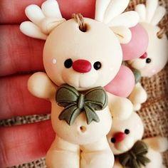 Una monada estos renitos que se fueron a Santa cruz🏞️🦌 . . . . #reno #woodlands  #woodlandfriends  #Xmass  #hechoconamor❤  #love Penguin Ornaments, Diy Christmas Ornaments, Christmas Projects, Handmade Christmas, Polymer Clay Ornaments, Polymer Clay Dolls, Polymer Clay Crafts, Marzipan, Biscuit