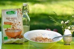 Zart geröstete Haferflocken, knackiges Karamell und Zutaten ausschließlich in Bio Qualität: So kann der Tag beginnen.