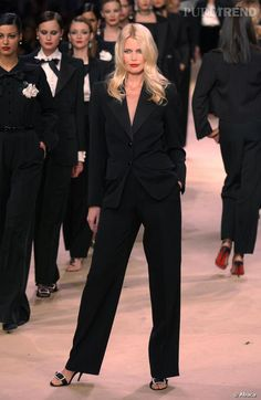 Tuxedo Mujeres Yves Saint Laurent usado por Claudia Schiffer.