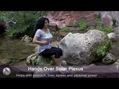 How to do a Reiki self healing treatment by Sedona Reiki Master Carla Trujillo Reiki Therapy, Massage Therapy, Healing Hands, Self Healing, 7 Chakras Meditation, Was Ist Reiki, Reiki Classes, Self Treatment, Hand Massage