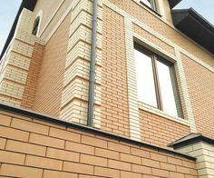 Фасад дома из облицовочного керамического кирпича цвета солома и слоновая кость