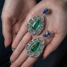 Got an Emerald City in my hands during our recent travel to Milan! In the picture I'm holding a beautiful pair of earrings created by Busatti atelier. Their small showroom in via della Spiga remind me an Aladdin's cave. www.margoraffaelli.com