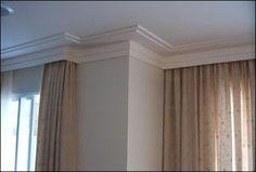 para os quartos: moldura teto-parede com cortineiro