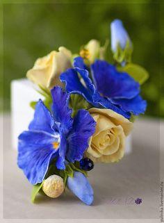 Купить Заколка Сине-желтая с виолой - тёмно-синий, синий, желтый, желтые розы