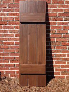 Exterior wood shutter ideas exterior wood shutter plans jenny home ideas rustic shutters craftsman exterior wood Craftsman Style Exterior, Craftsman Decor, Exterior House Colors, Exterior Design, Diy Exterior, Exterior Paint, Cedar Shutters, Rustic Shutters, Exterior Shutters