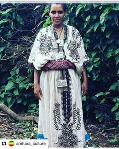 How beautiful and unique vantage dress is this 😍👗 Amhara traditional dress# beautifulcultur# Ethiopian Beauty, Ethiopian Dress, Ethiopian Traditional Dress, Traditional Dresses, Tribal Fashion, African Fashion, African Style, Ethiopian People, Habesha Kemis