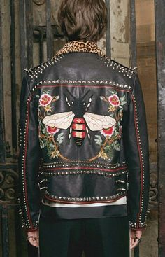 Gucci DIY: Championing the idea of self-expression, Alessandro Michele hands over the design reins, courtesy of the Do It Yourself service. Symbols, including a bee, daggered heart and kingsnake can be embroidered onto the sleeve of knit or shirt. Diy Fashion, Ideias Fashion, Womens Fashion, Fashion Design, London Fashion, Fashion Outfits, Jeans Gucci, Painted Leather Jacket, Colorful Leather Jacket