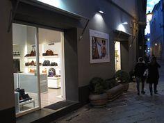 La bellissima boutique di Luigi e Mena in Via Sant'Agostino a Caserta (CE).