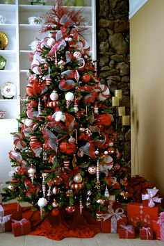 red and white Christmas tree theme
