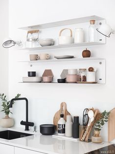 Home Accessories - Beautiful white kitchen with white metal shelf over the sink - Schmale Küche - Shelves Kitchen Sink Accessories, Home Accessories, Minimalist Kitchen, Minimalist Decor, Kitchen Styling, Kitchen Decor, Kitchen Ideas, Rental Kitchen, Rustic Kitchen
