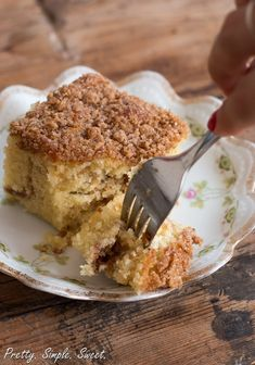 A tender, delicate sour cream coffee cake with not one, but two layers of cinnamon crumbs – both inside and on top of the cake. Savory Breakfast, Breakfast Recipes, Breakfast Time, Baking Recipes, Cake Recipes, Cinnamon Streusel Coffee Cake, Flourless Cake, Sour Cream Coffee Cake, Cake Tasting