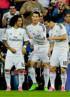 Don't fall in love with football,Especially don't fall in love with Real Madrid,Or you will be 【Real Mad】like me=. Real Madrid Football, Real Madrid Team, Football Is Life, James Rodriguez, Good Soccer Players, Football Players, Marcelo Real, Cristiano Ronaldo 7, Ronaldo Soccer