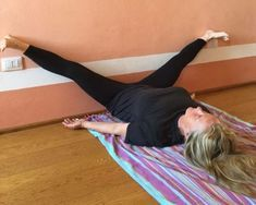 3 Things That Happen When You Put Your Legs Up Against A Wall Every Day : Healthy Holistic Living Rogue Fitness, Yoga Positions, Thigh Exercises, Healthy Lifestyle Tips, Excercise, Back Pain, Yoga Poses, Pilates, At Home Workouts
