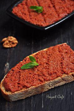 walnut-garlic sauce-construction Source by Iftar, Breakfast Items, Breakfast Recipes, Baharat Spice Recipe, Love Eat, Turkish Recipes, Food Porn, International Recipes, Gastronomia