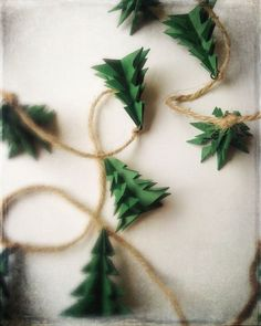 Décoration rustique d'arbre de Noel de Garland Décoration de Noël guirlande sapin Evergreen rustique Christmas Tree Garland, Felt Christmas Decorations, Rustic Christmas, Christmas Holidays, Green Christmas, Christmas Service, Star Garland, Christmas Snowman, Christmas Christmas