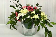 Esküvői rusztikus üvegkaspó virágtartó bérlés. Gyere és válogass a több mint 500 csodálatos egyedi esküvői kellék közül. Mennyiségi kedvezményekkel várunk. MerciDekor.hu Inspirációs képeink segítenek a Te stílusod megtalálásában. Gyere és hívj: Tel: 30/385-4688 Ingyenes tanácsadással várunk! - Esküvői rusztikus üvegkaspó virágtartó bérlés Glass Vase, Plants, Home Decor, Decoration Home, Room Decor, Plant, Home Interior Design, Planets, Home Decoration